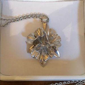 NWOT/NIB Sterling Na Hoku hibiscus necklace
